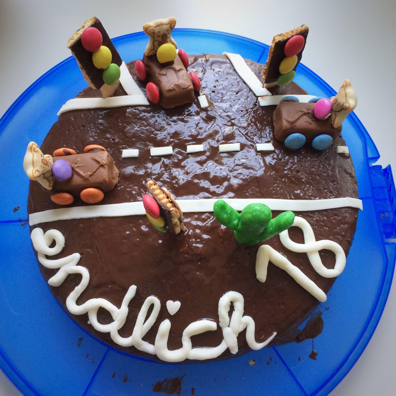Endlich 18 Kuchen Zum 18 Geburtstag Mit Verzierung Führerschein