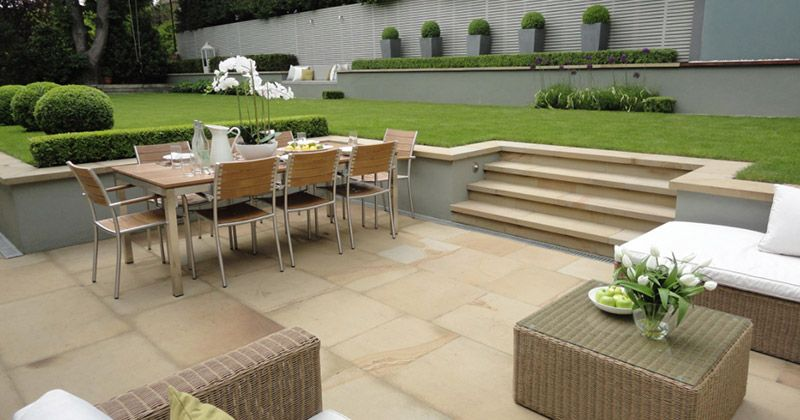 Like Stairs Tan Sand Color Not A Fan Of The Grey Wall Poured Concrete Back Garden Design Contemporary Garden Design Luxurious Backyard