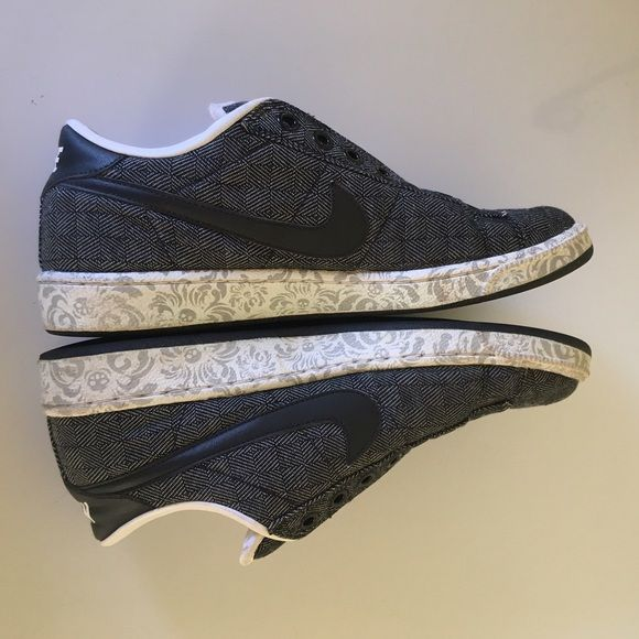 Nike Black & Gray Casual Shoes