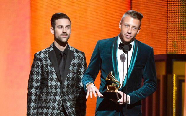 "Macklemore texts Kendrick Lamar after winning best rap album… ""I robbed you"""