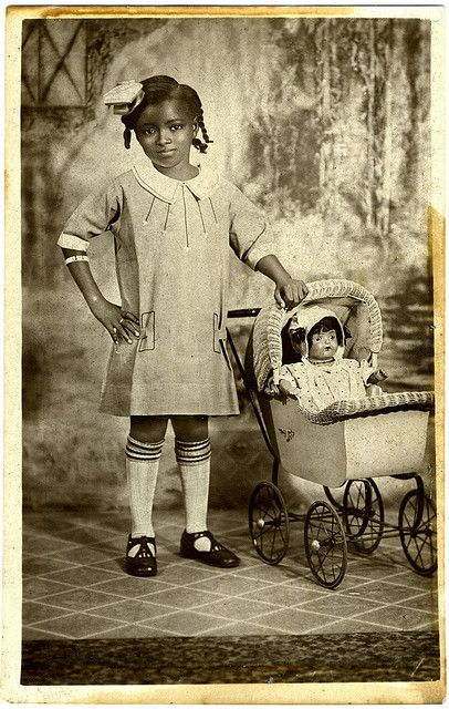 Two little dolls, 1925. This child is gorgeous.