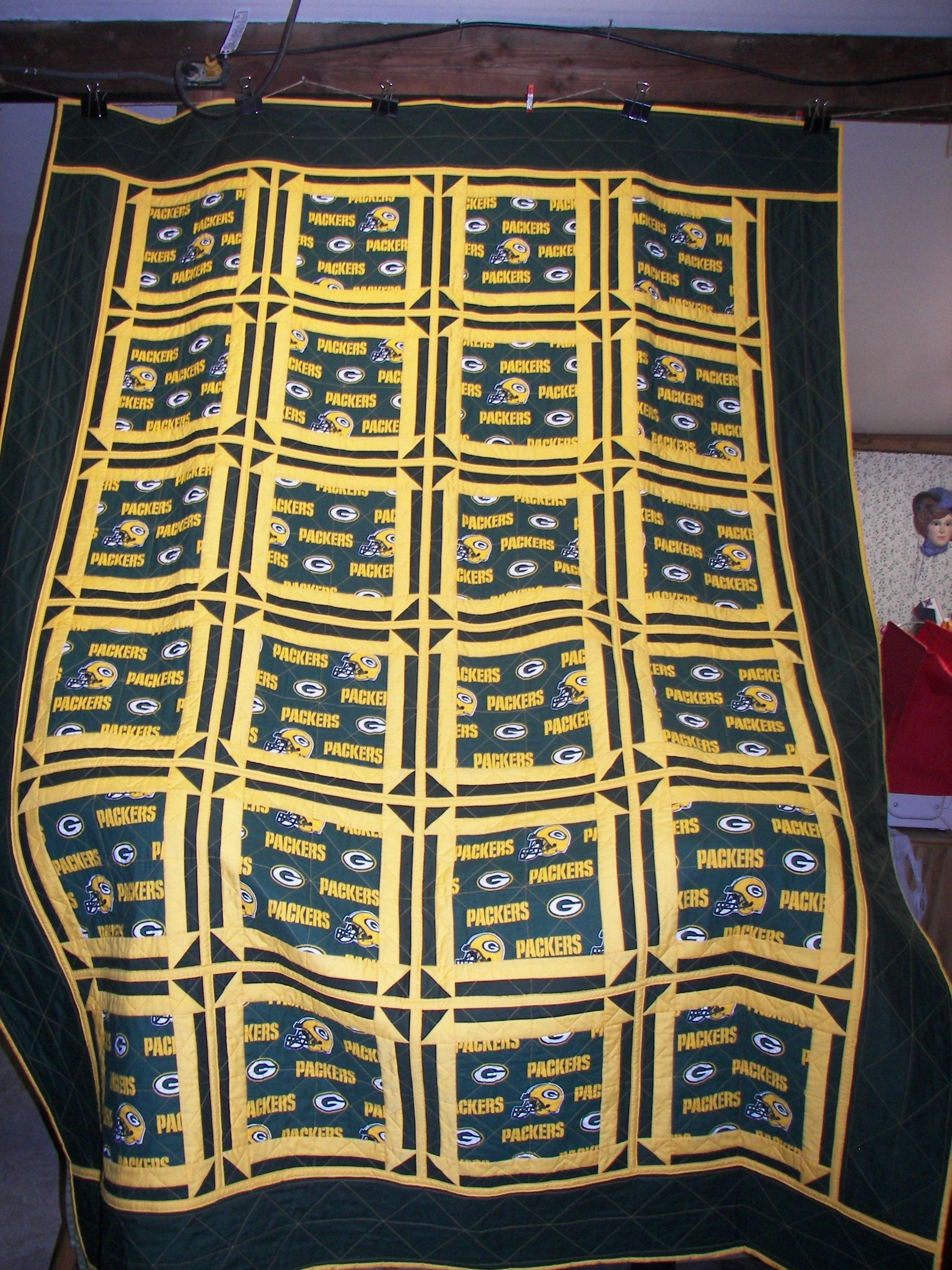 This Is A Green Bay Packer Quilt I Made For My Son In Law Football Quilt Sports Quilts Quilts