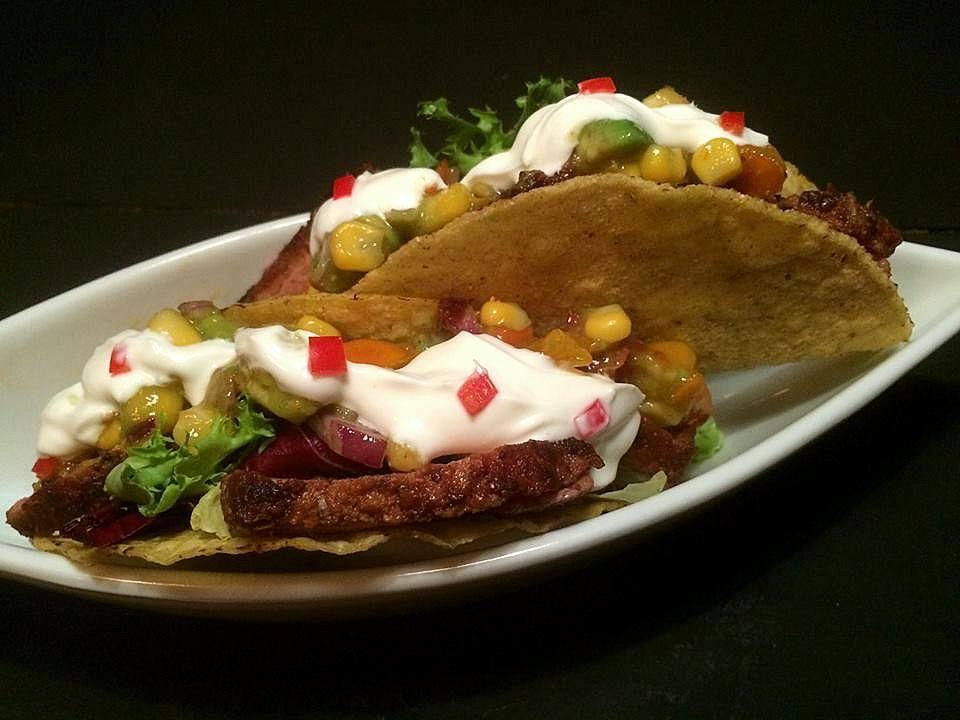 Taco med spicy andebryst og frisk salsa med sharonfrugt, avokado og majs