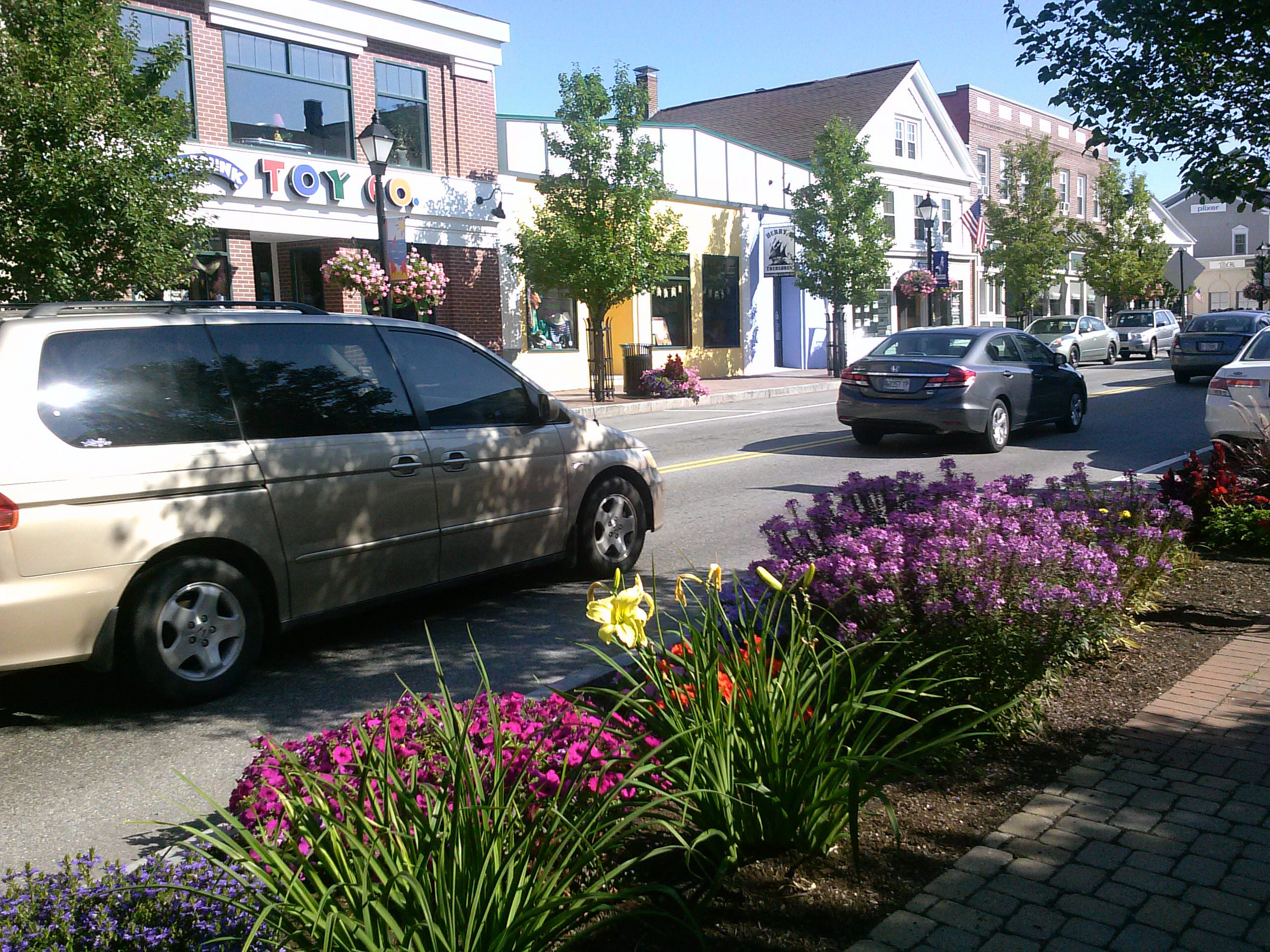 Kennebunk,Maine has a downtown with many shops,restaurants