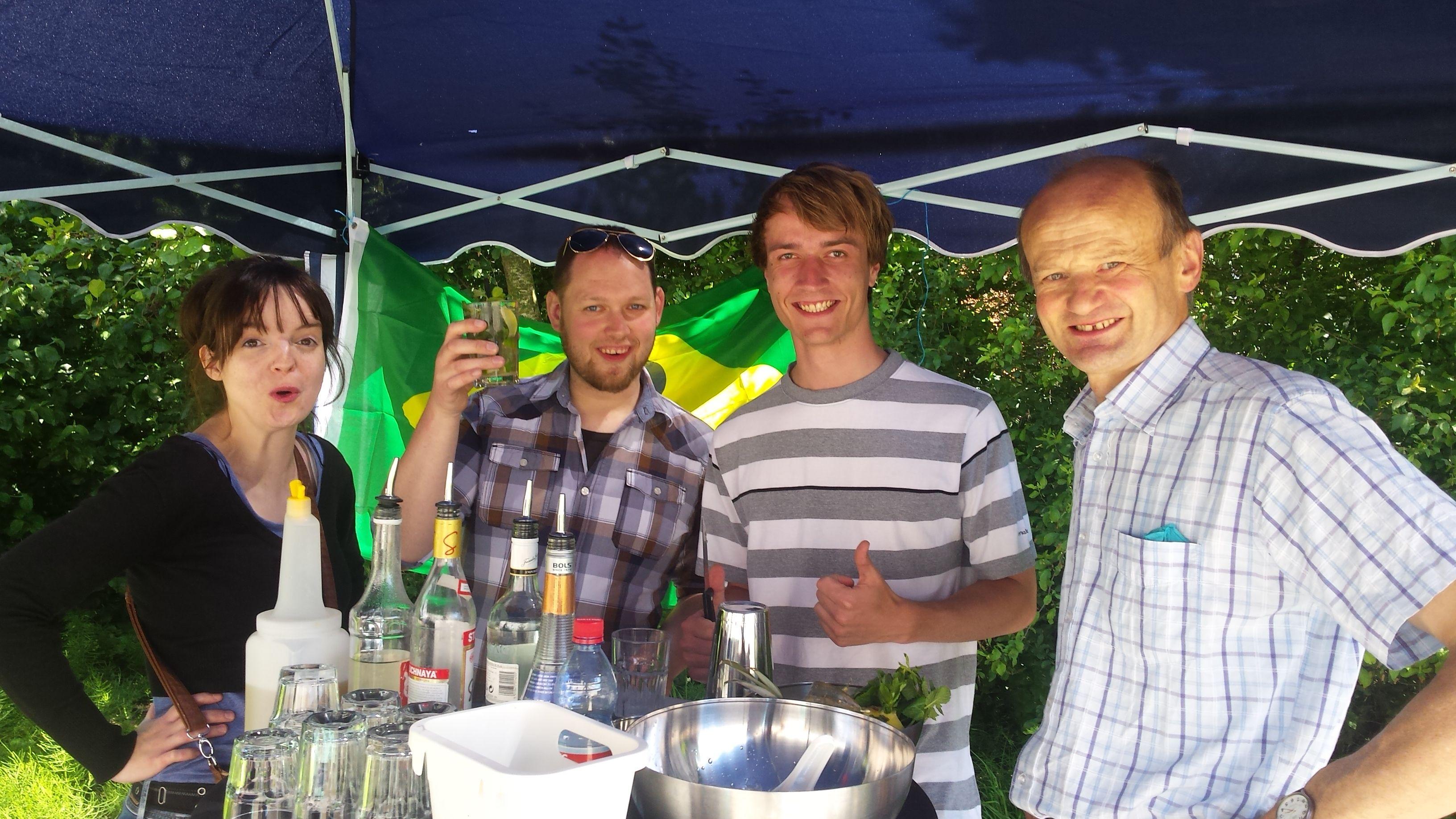 Leuke coctailworkshop op ons jaarlijkse personeelsfeest #fun #coctail #helbigbe