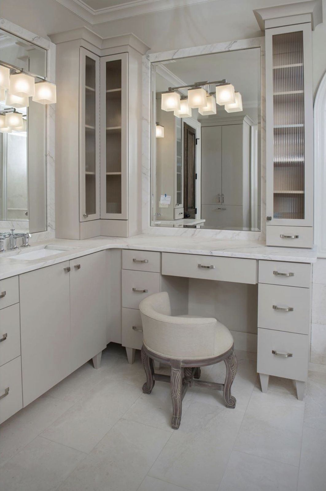 Vanity In Bathroom In 2020 Bathroom Vanity Stool Bathroom Vanity Chair Master Bathroom Vanity