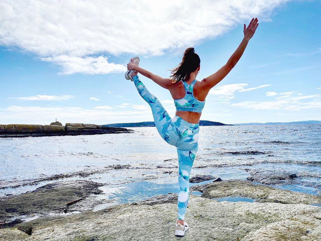 Dancer  .  .  .  Clothes by @heartoflule .  .  .  #yogi #yoga #yogagirl #backbend #dancerpose #backbends #dancersposevariation #heartoflule #natarajasana #yogaphoto #yogaclothes #fit #fitgirl #yogaphotography #oceanview #yogainnorway #yogaoutside #yogapose #yogainspiration #yogapractice #yogaeverywhere #yogafit #yogalife #naturephotography #visitnorway #yogateacher #yogastrength #activewear