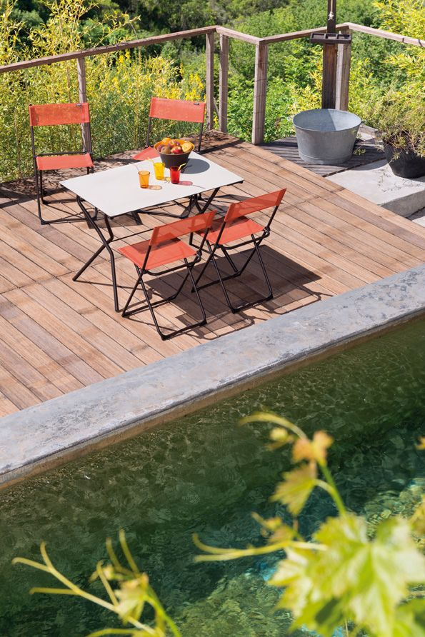 Die praktischen und farbenfrohen Balkonmöbel der Serie Anytime von ...