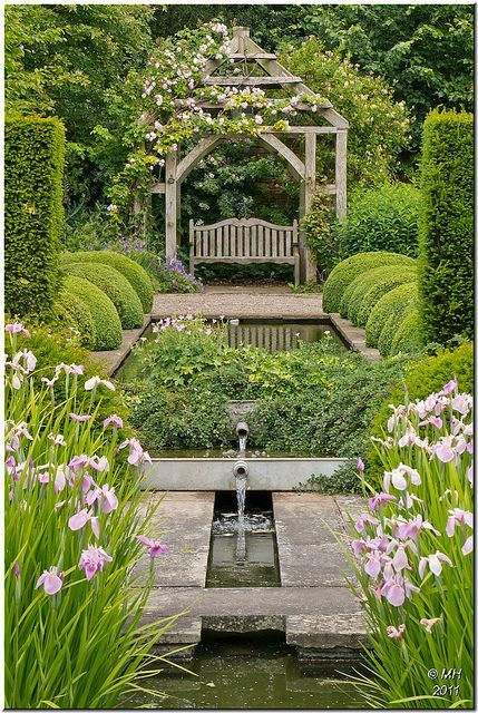 beautiful use of topiary and water LOVE THE LARGE OUT-LINE OF