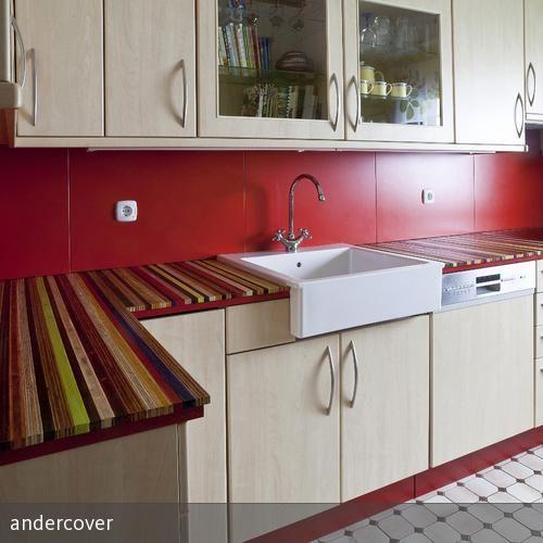 Eine alte, langweilige, in die Jahre gekommene Küche wurde so umgestylt, dass sie in frischen Farben neu erstrahlt. Küchenarbeitsplatte in bewährter…