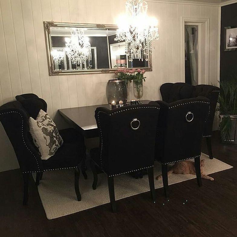 For et vakkert hjem #Repost @monicas_home  Endelig er våre nye spisemøbler fra de fantastiske damene hos @classicliving her  Vi er i ekstase  Speilet skal bort - der blir det glam  Finally our new dining room furniture are here  We are in love  #livingroomdecor #livingroom #decor #decoration #decorations #inspired #black #silver #interiordesign #interiorstyling #interiors #interiør #homedesign #homedecor #interiordesign #inspire #inspired #blackandwhite