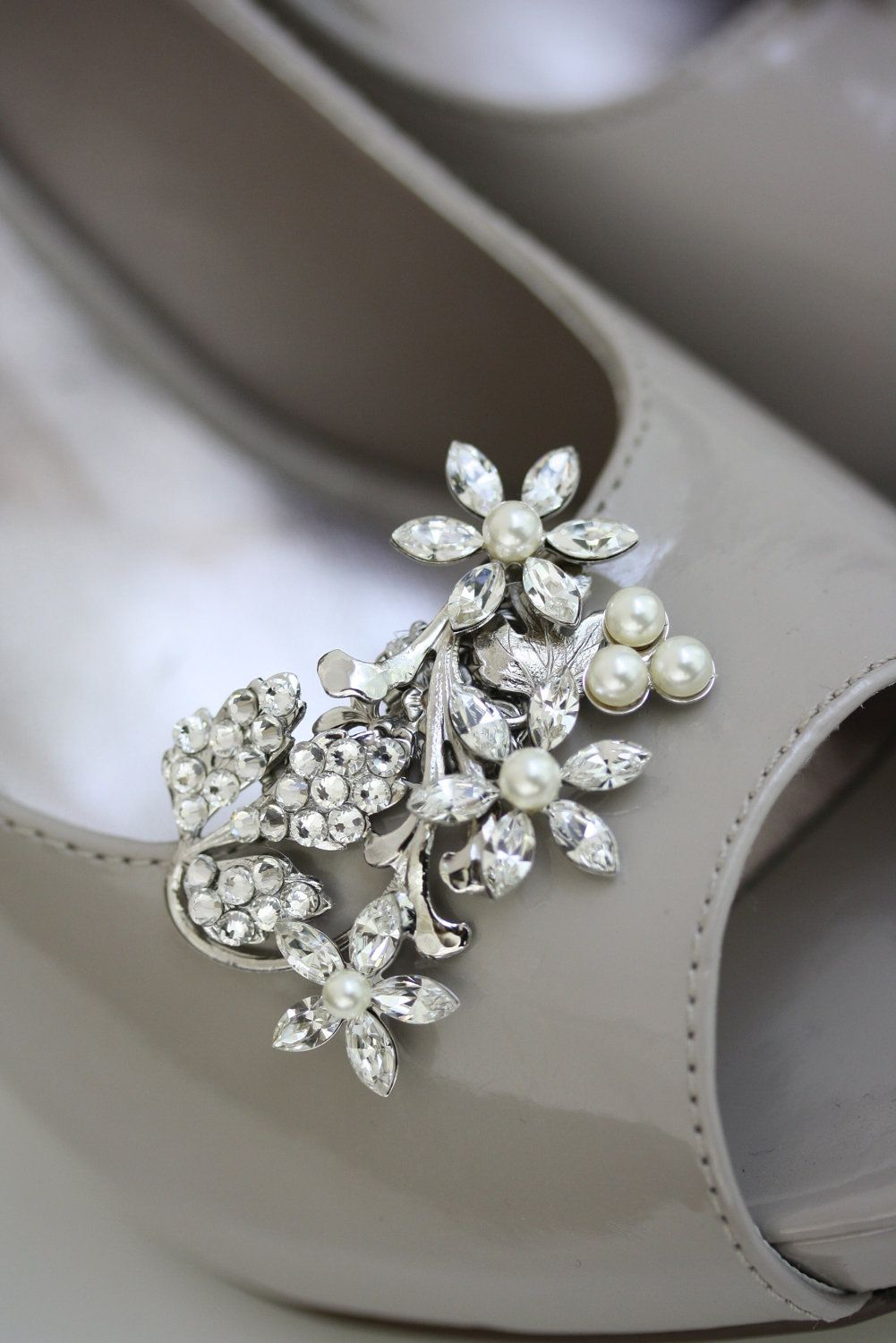 Pair of Acrylic Removable Rhinestone Crystal Wedding Bridal Tone Shoes Clips New.