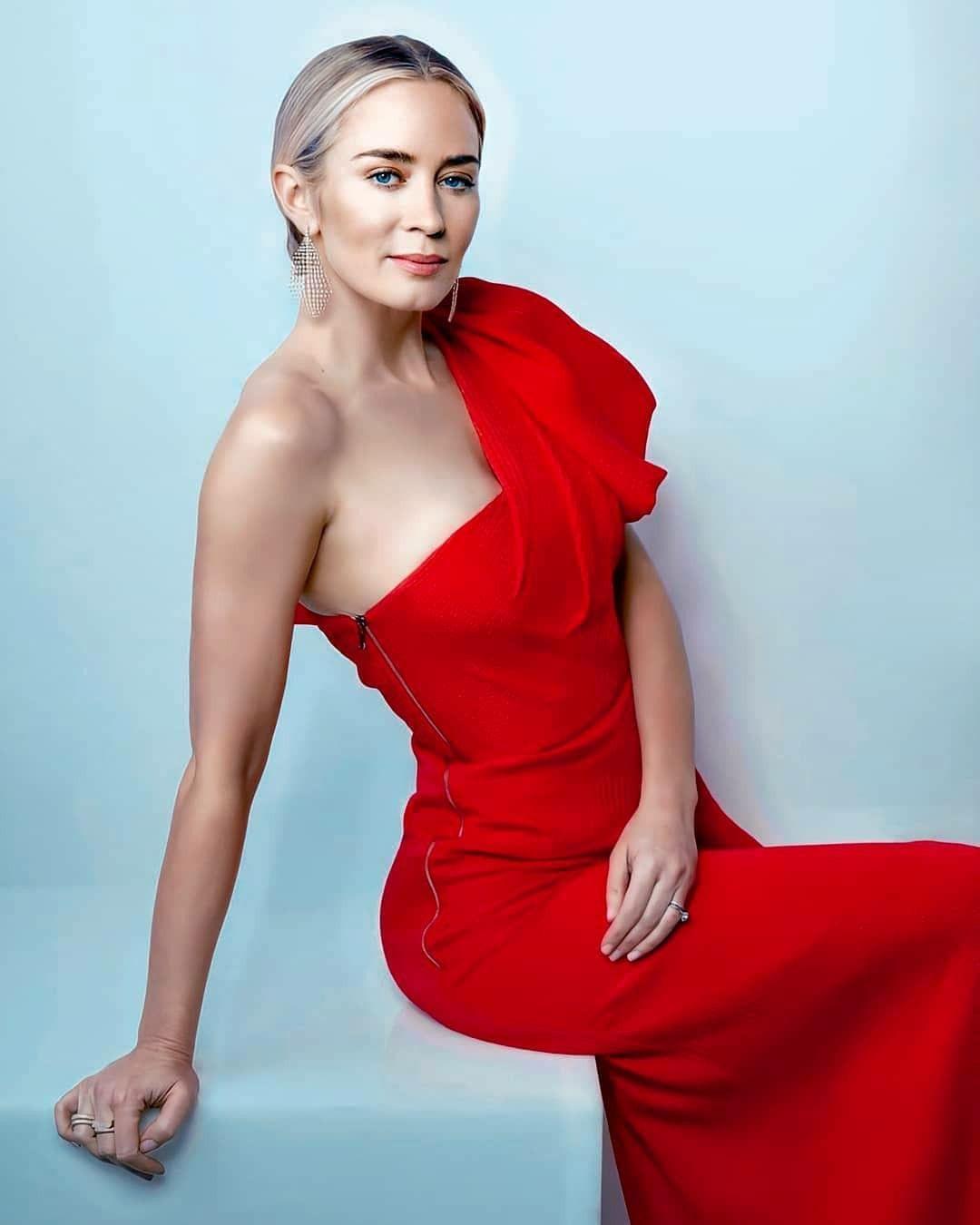 Pin By On Emily Blunt Emily Blunt Emily Blunt Body Red Dress Women