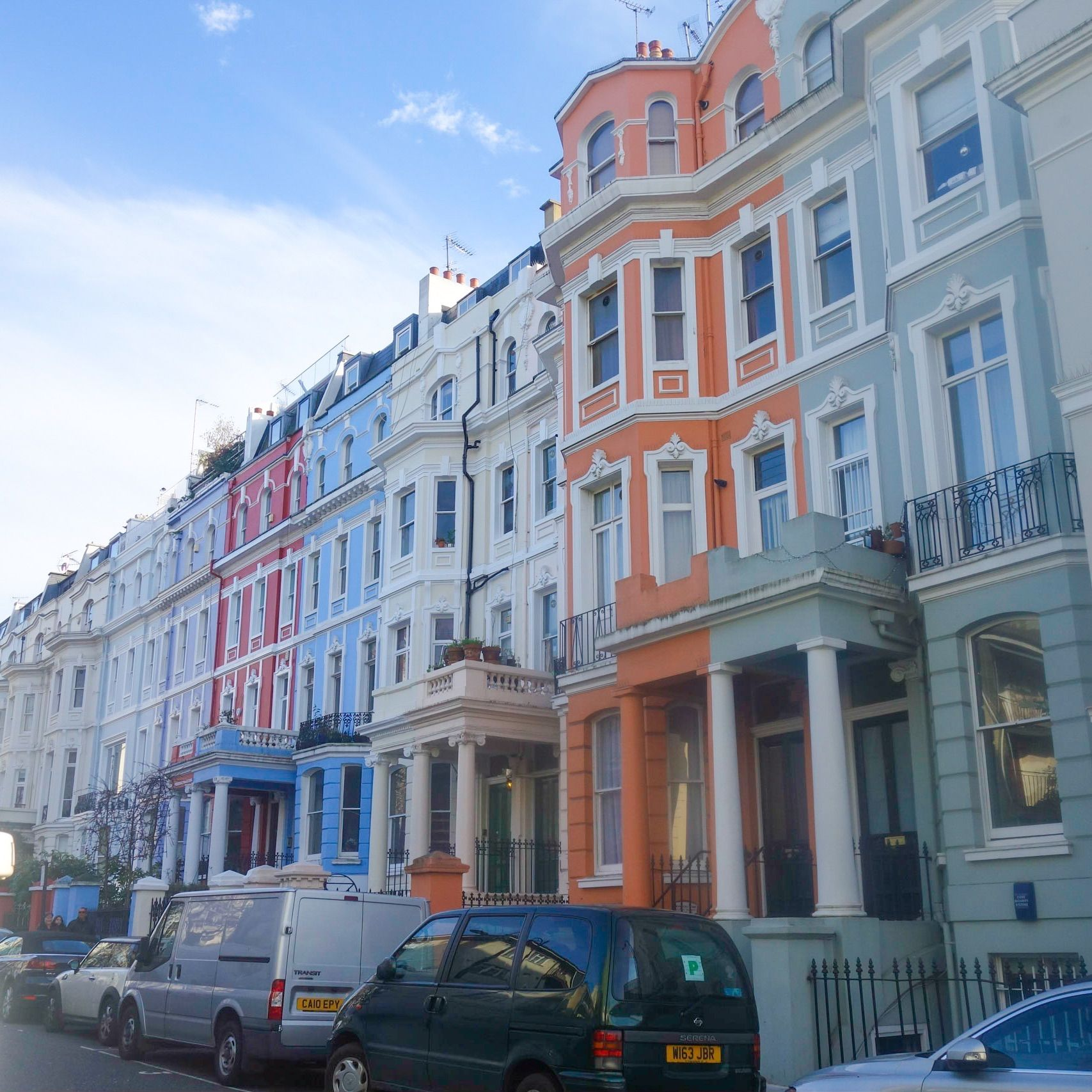Beautiful colourful houses near Portobello Market, West London ...