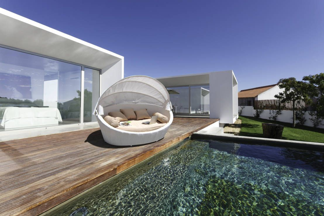 Divano da giardino in Rattan Basma White : Mobiliário por LuxuryGarden.it