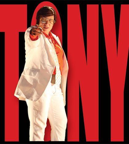"""Tony Pagoda alias Iaia Forte. Il personaggio di """"Hanno tutti ragione"""" di Paolo Sorrentino prende vita sulla scena grazie a una strepitosa performance en travesti di Iaia Forte"""