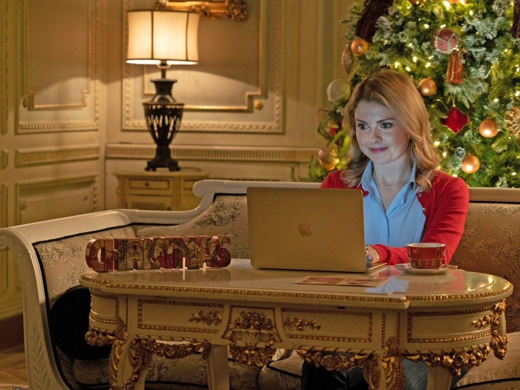 WATCH 3 New Netflix Original Christmas Movies Drop This