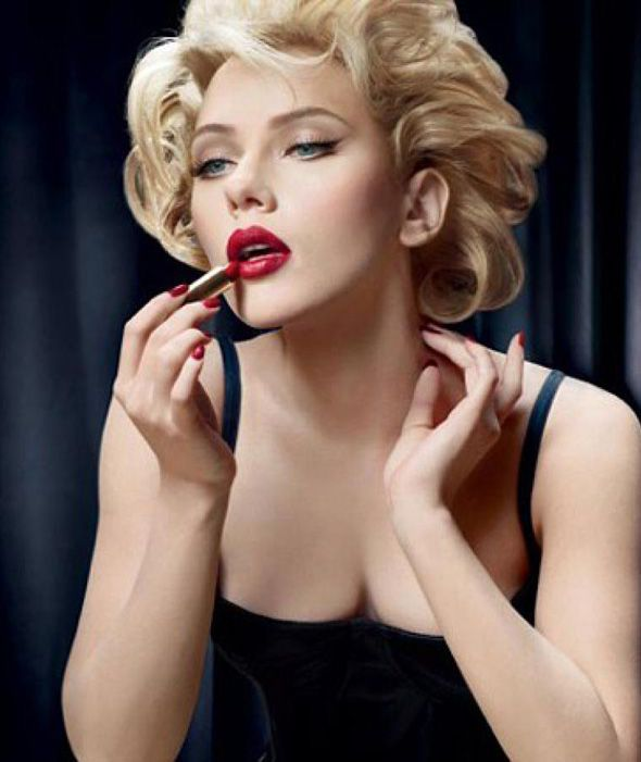 Image Result For Putting On Lipstick  Beauty, Scarlett -9625