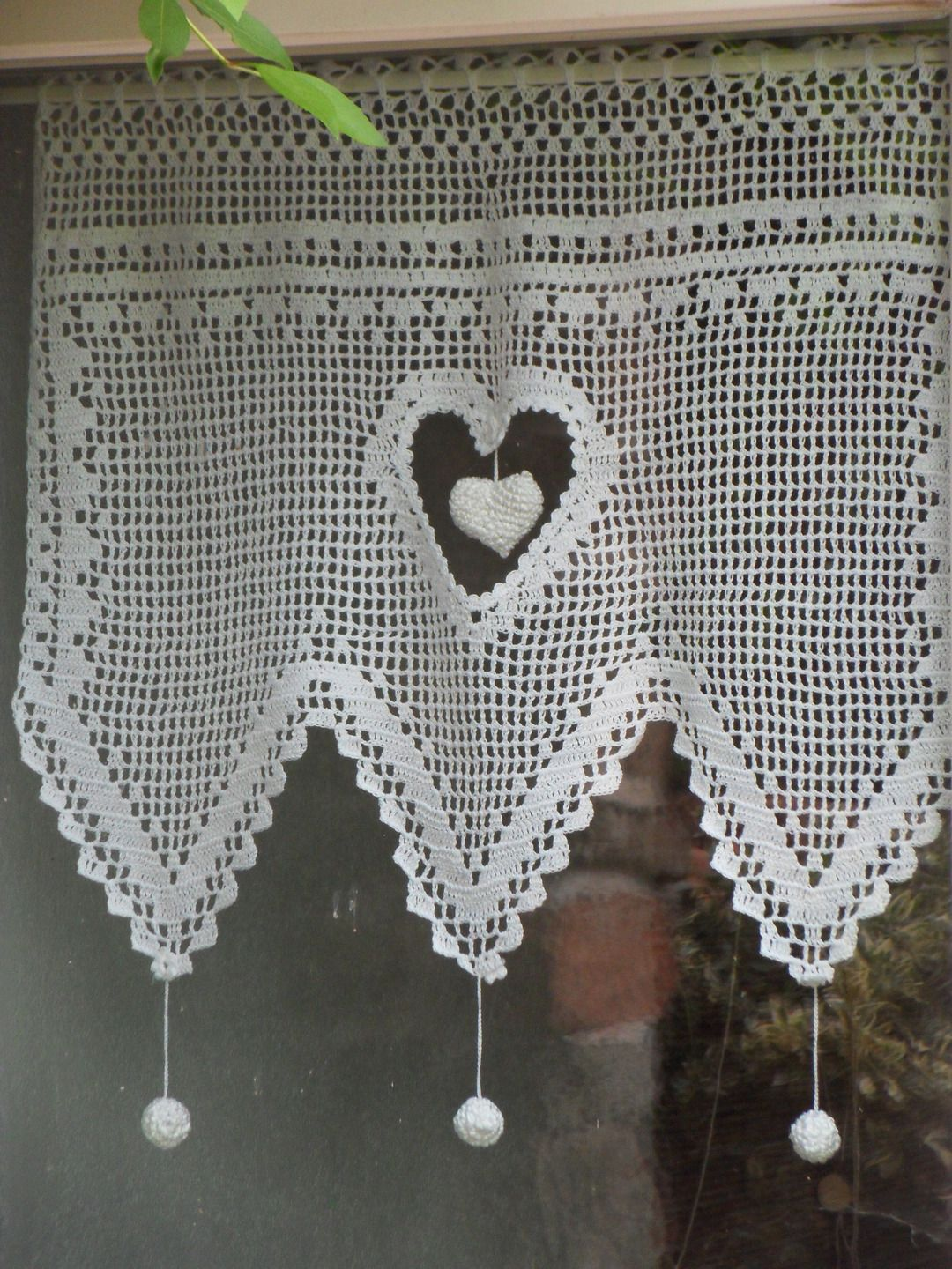 rideau dentelle gros coeur au crochet fait main crochet. Black Bedroom Furniture Sets. Home Design Ideas