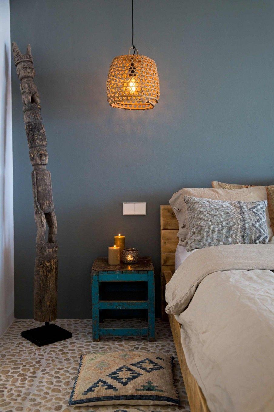 Blauwe muur in slaapkamer Ibiza  Bedroom with blue walls
