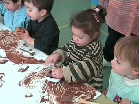 Pintando Con Chocolate Niños Y Niñas De 2 A 3 Años Proyectos Para Preescolar Niños Pintar Con Niños