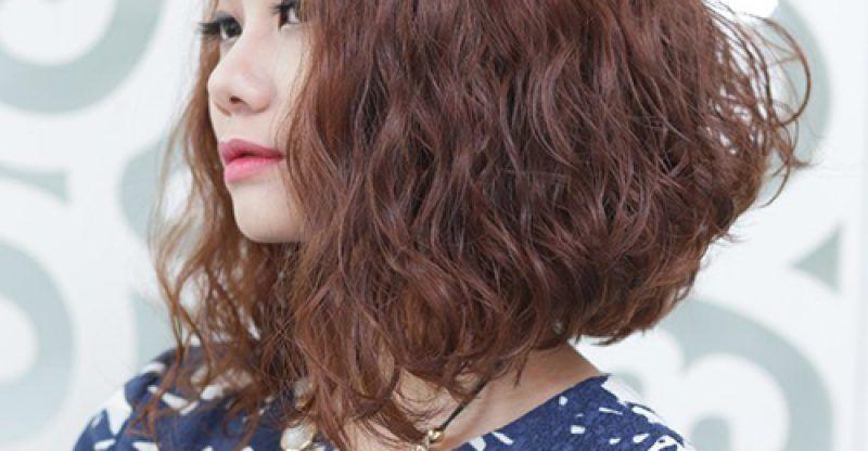 Ngắm 10 kiểu tóc ngắn uốn xù đũa hấp dẫn của phái đẹp