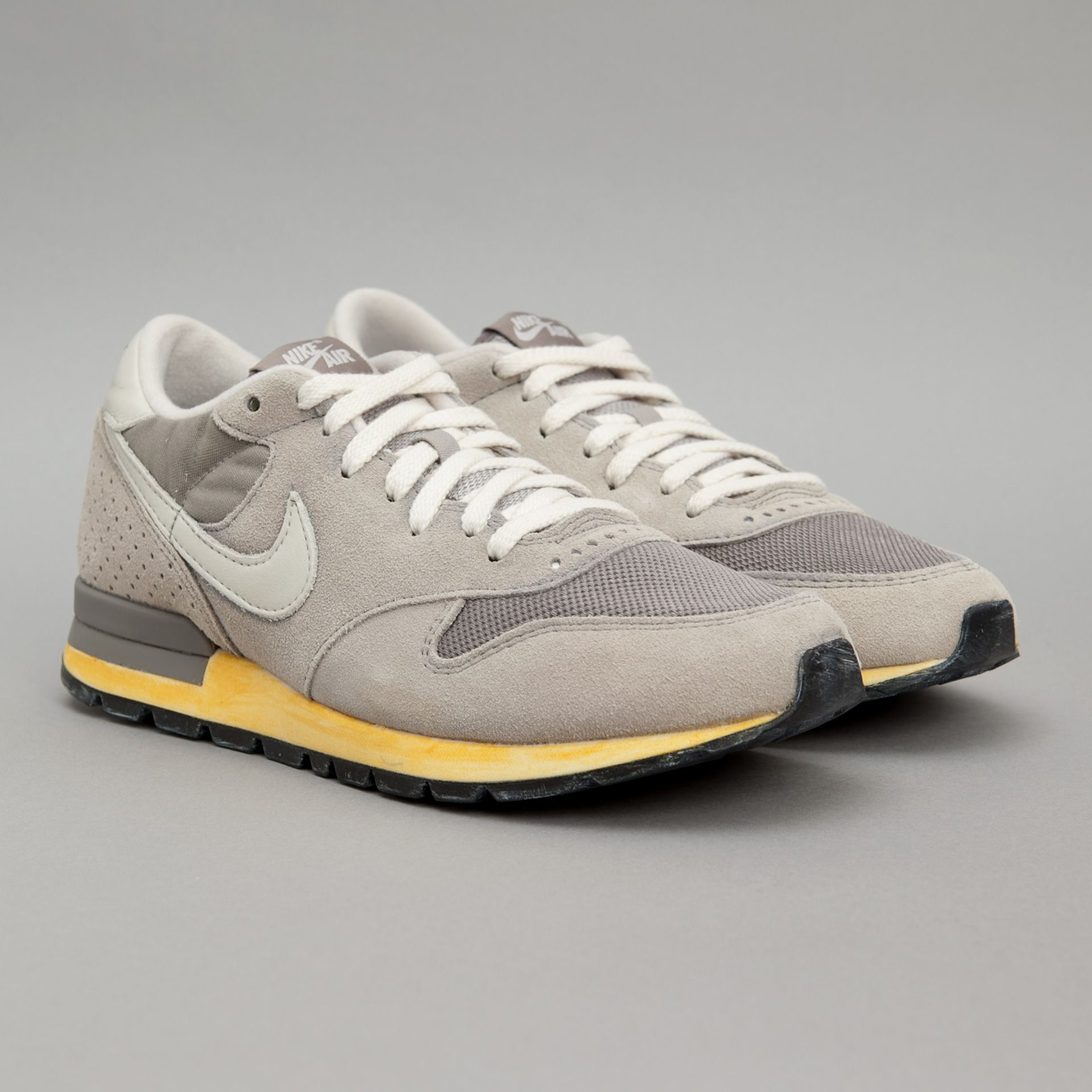 solamente proteccion Hacer bien  Nike Air Epic Vintage QS (Soft Grey / Light Bone) | Oi Polloi | Nike free  shoes, Cheap nike air max, Nike outlet