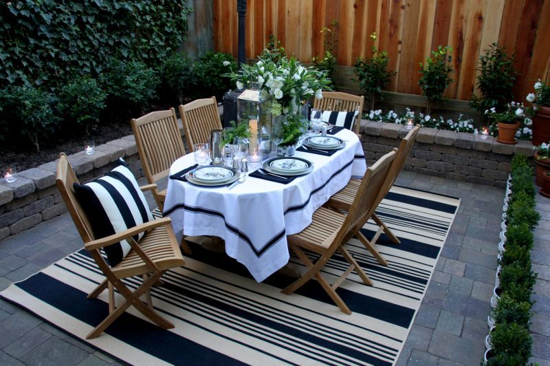 Like How The Rug Defines The Outdoor Dining Space And Co Ordinates