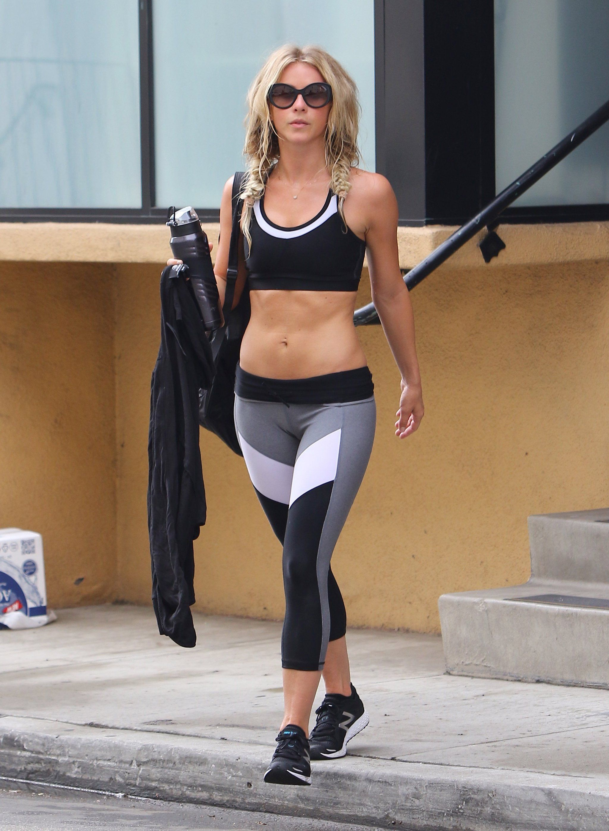 Julianne hough s short hair updo popsugar beauty - Julianne Hough S Abs Are Seriously Impressive And They Must Be Seen