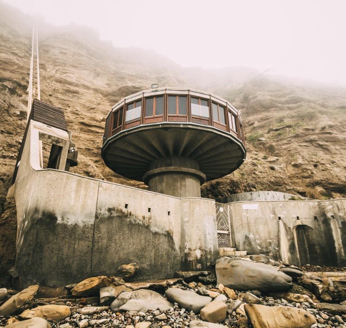Abandoned Penthouse On The Coast [3000x2000]