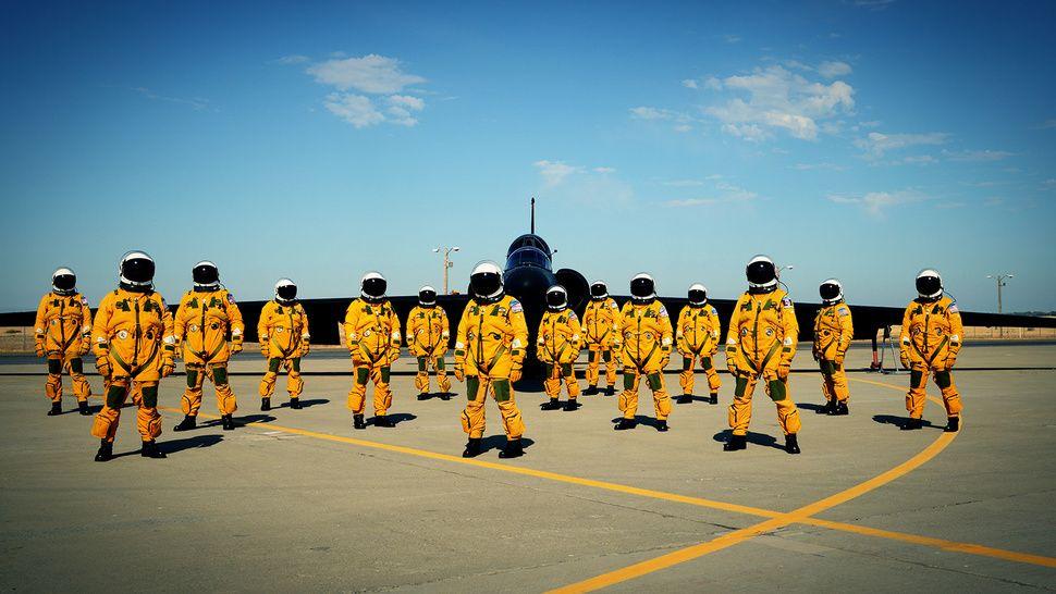 Lockheed U-2 & pilots in their full pressure suits. | Spy plane, U ...