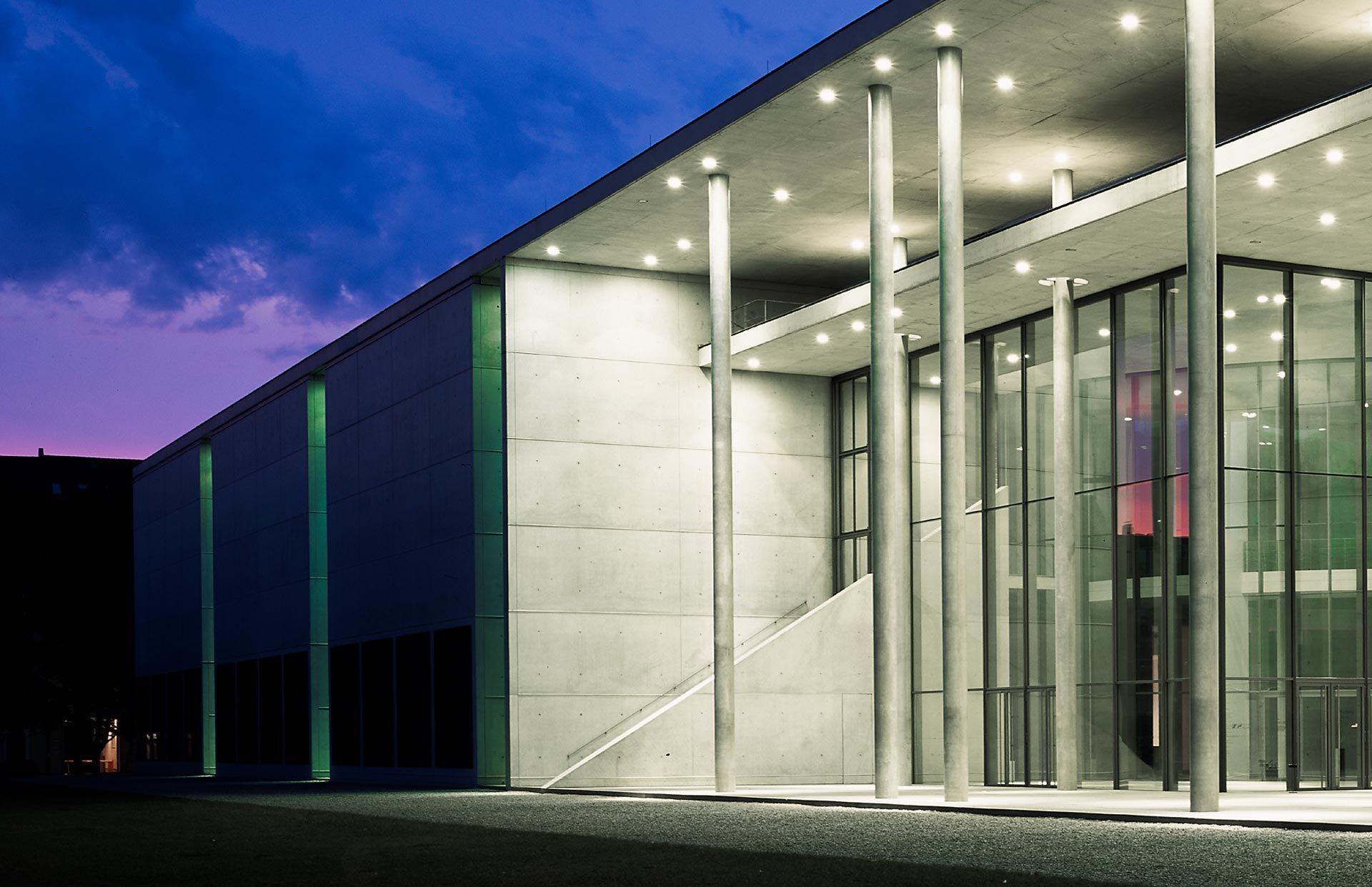 munich die neue sammlung pinakothek der moderne wege modern kunst künstler spanische