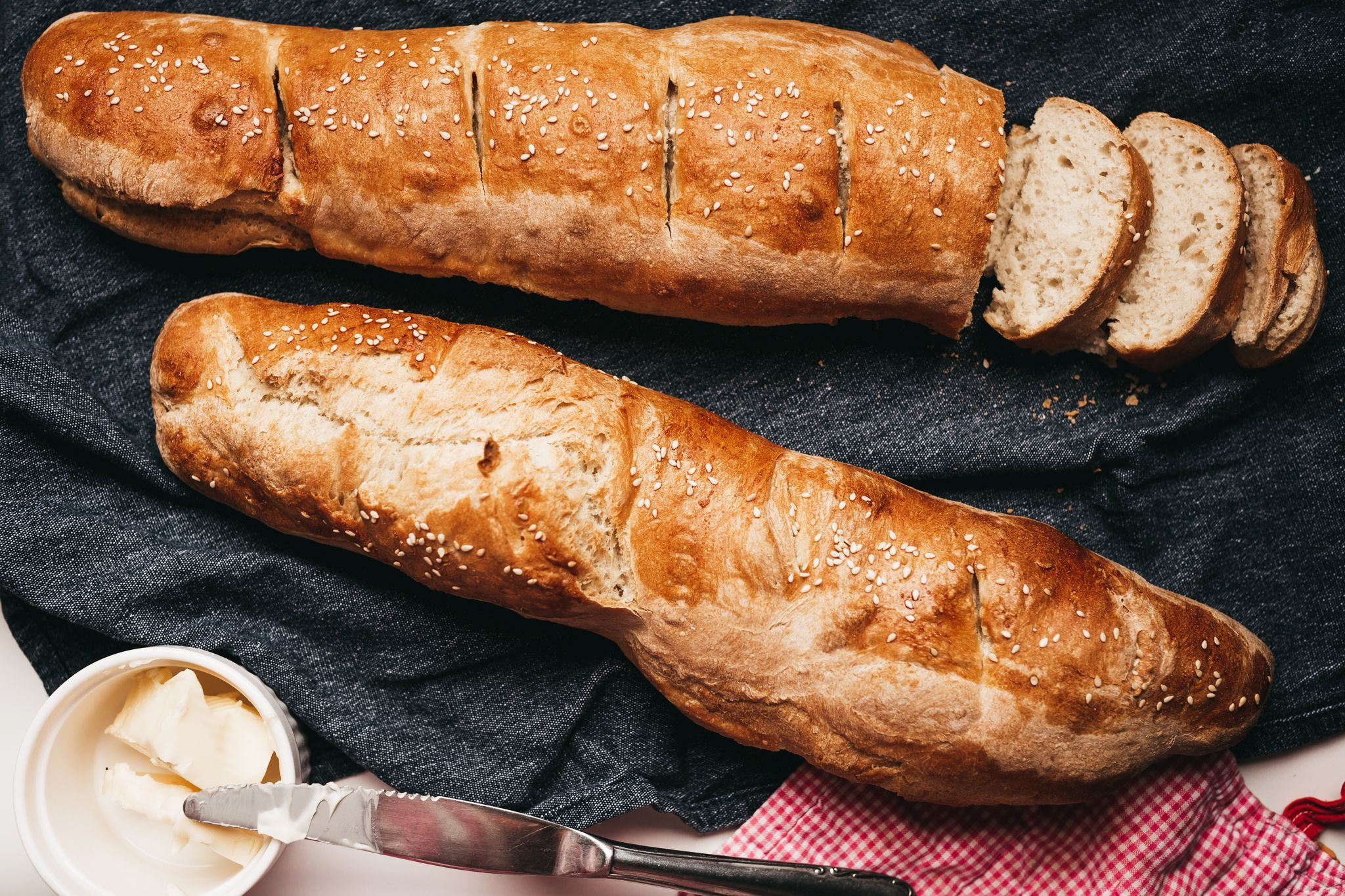 Classic And Crusty French Bread Recipe In 2020 Food Recipes