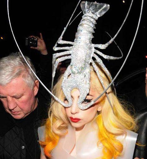 Lady Gaga y su tocado - langosta