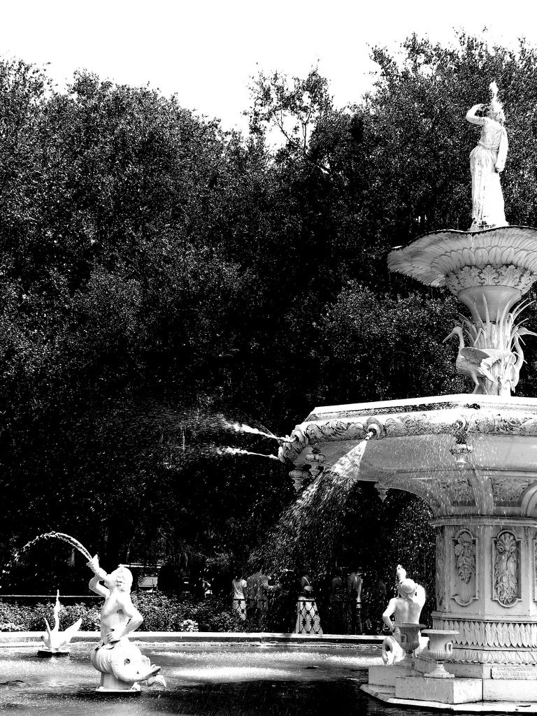 1e80a277149 The fountain always looks stunning in black and white! Forsythe Park  landmark