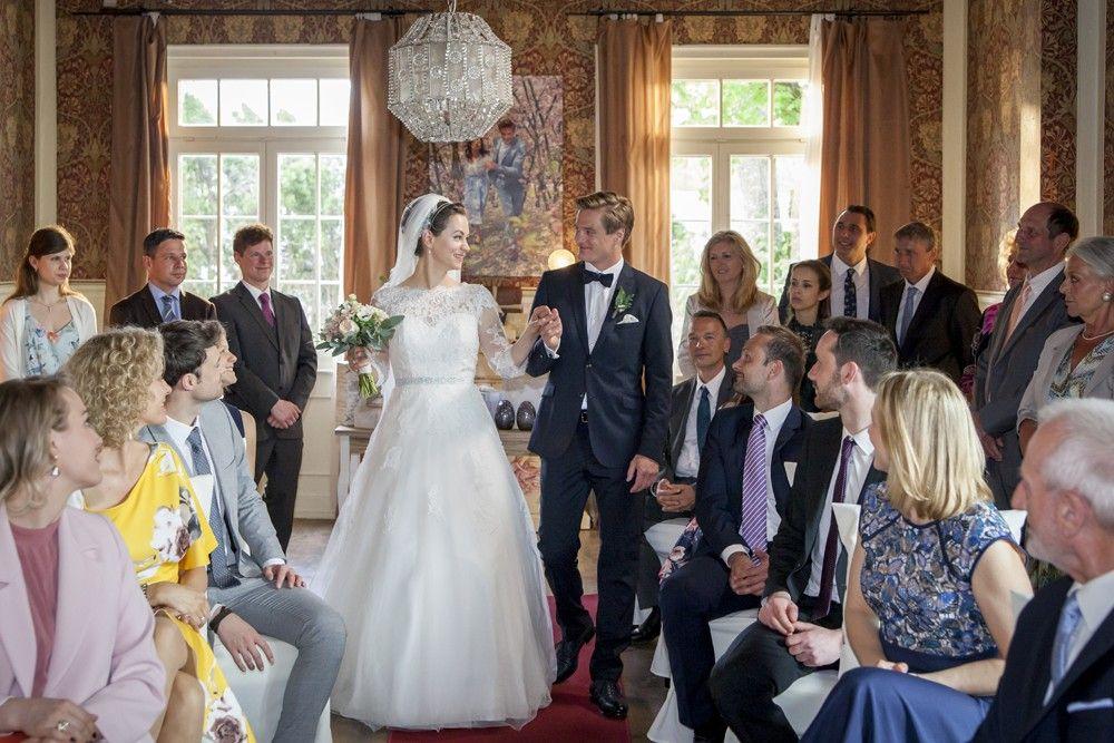 Pin Von Sonja Rippert Auf Sturm Der Liebe Brautjungfernkleid Kleid Hochzeit Sturm Der Liebe