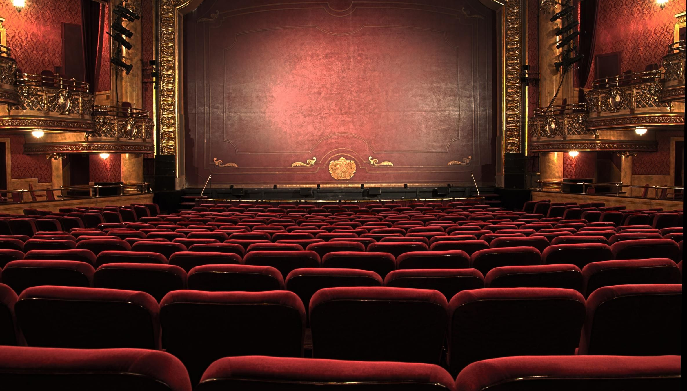 The Difference Between Working Onstage On Camera Theatre Pictures Theatre Hall Theatre Interior