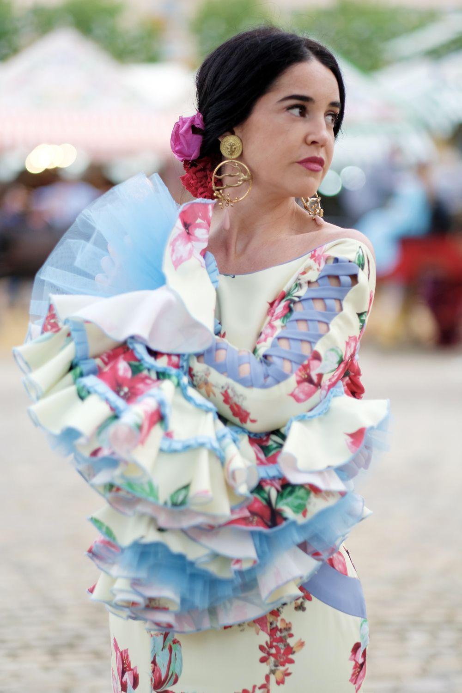 b9b2a5b4d Elena Rivera vestida por Ángeles Fernández. Feria de Sevilla 2018 ...