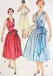 1950er Jahre wunderschöne Wickelkleid Muster McCALLS 9228 niedrige V-Ausschnitte Wickelkleid Tageszeit Sommerkleid oder Cocktail Party DressLOW V NECKLINE, sehr Marilyn Monroe Stil Büste 32 Vintage Schnittmuster - #1950er #Büste #Cocktail #DressLOW #Jahre #Marilyn #McCalls #Monroe #Muster #NECKLINE #niedrige #oder #Party #Schnittmuster #sehr #Sommerkleid #Stil #Tageszeit #VAusschnitte #Vintage #Wickelkleid #Wunderschöne #wickelkleidmuster 1950er Jahre wunderschöne Wickelkleid Muster McCALLS #wickelkleidmuster
