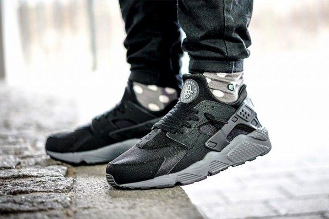 paquete transmitir mañana  NIKE AIR HUARACHE (BLACK/DARK GREY) - Sneaker Freaker | Nike air huarache  black, Nike air huarache, Sneakers