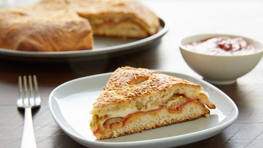 Tuck favorite pizza fillings between layers of tender crust, and save the pizza sauce for dipping.  It's so easy with Pillsbury® refrigerated pizza crust!