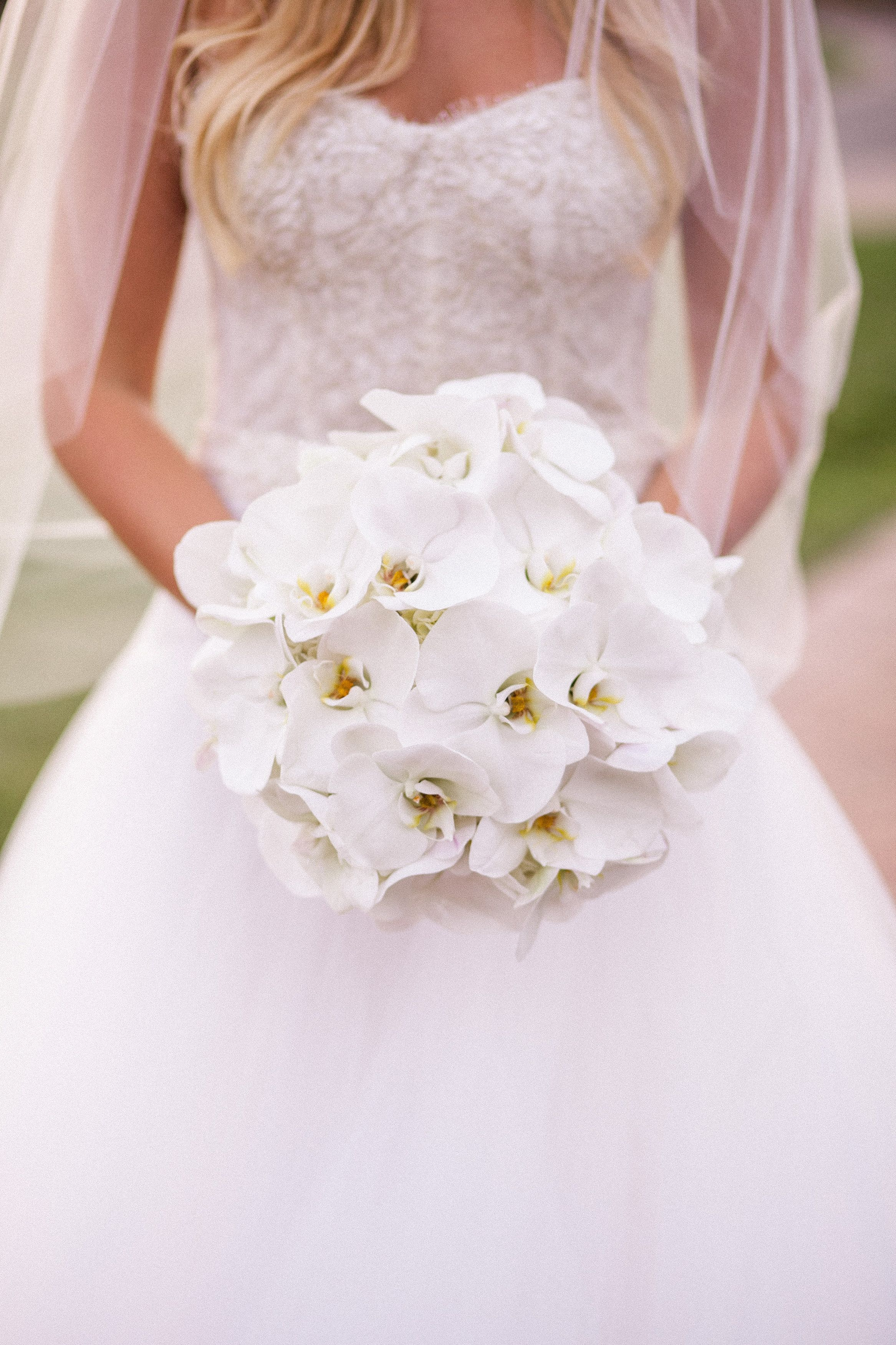 Inspired By Sofia Vergara S Glamorous White Orchid Bouquet
