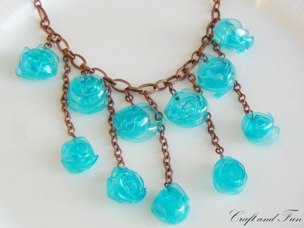 Tutorial necklace made with recycled plastic bottle plastic tutorial necklace made with recycled plastic bottle diy jewelryplastic solutioingenieria Image collections