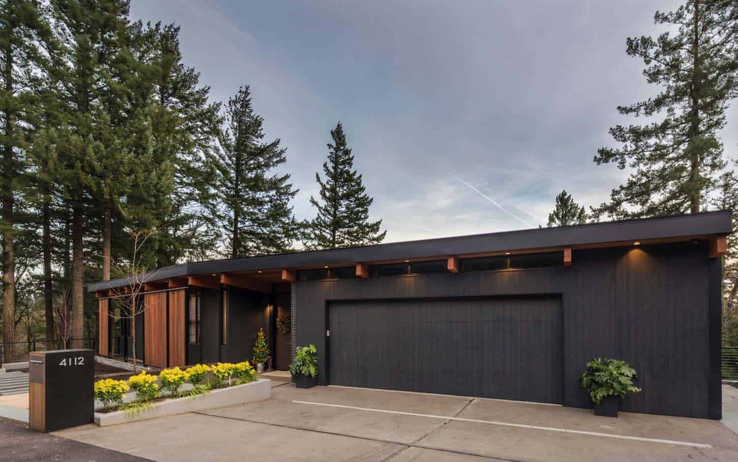Midcentury modern home in Portland embraces indoor-outdoor ...