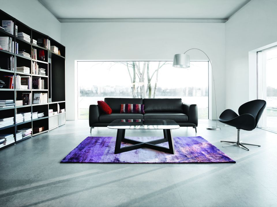 Explore Living Room Inspiration, Urban Design And More! Puristisches  Wohnzimmer Mit Markantem Teppich