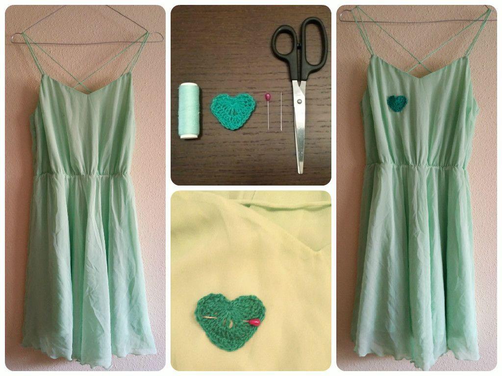 Como disfrazar una mancha en un vestido, aplicando un patch de ganchillo.
