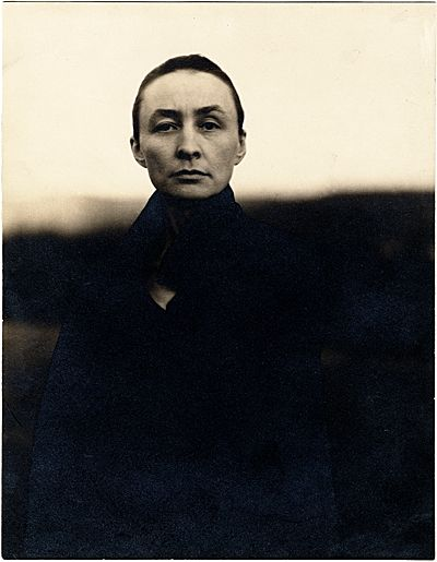 Citation: Georgia O'Keeffe, ca. 1920 / Alfred Stieglitz, photographer. Miscellaneous photographs collection, Archives of American Art, Smithsonian Institution.