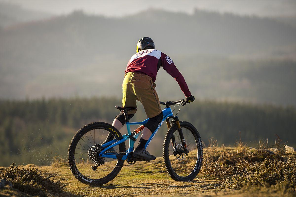 Unisex Adulto Jeanstrack Heras Pantalon Corto de Mountain Bike