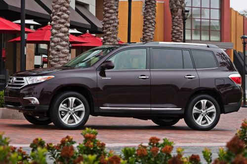 2013 Toyota Highlander 4dr Suv 2 7l 4cyl 6a Msrp From 28 870 Best Family Cars Toyota Highlander Family Car