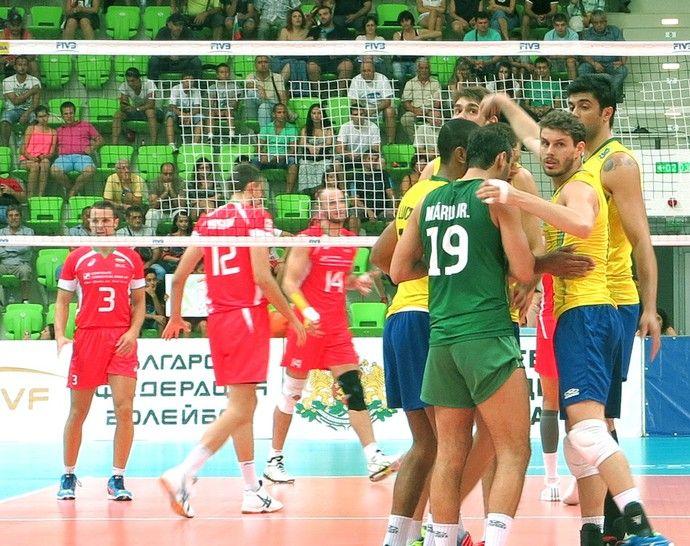 Jogadores do Brasil comemora ponto contra a Bulgária, Vôlei (Foto: Divulgação / Cbv)